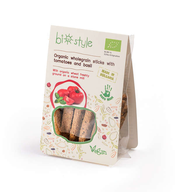 Organic wholegrain sticks with tomatoes and basil